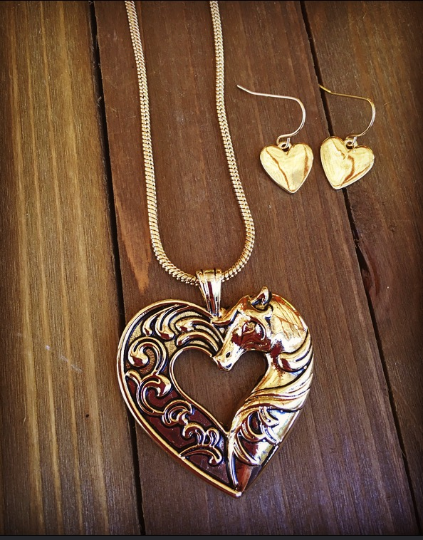 """ Equestrian Love "" Necklace Set ( Gold )"