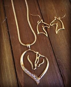 """ Diamond Horses "" Necklace Set ( Gold )"