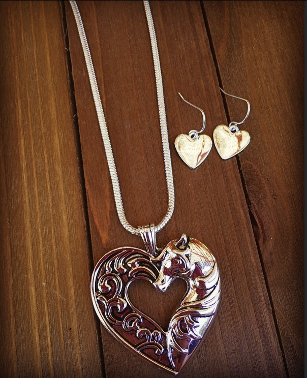 """ Equestrian Love "" Necklace Set ( Silver )"