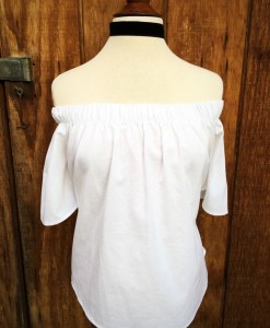BLACK VELVET CHOKER / WHITE OFF THE SHOULDER TOP
