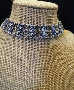 Fashion & Floral Embossed Choker