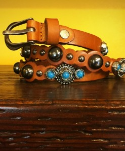 THIN LEATHER CONCHO BELT