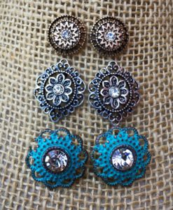 ANASTASIA FLOWER STUD EARRINGS