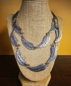 TEXTURED FEATHER NECKLACE