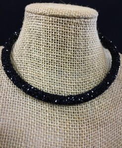 BLACK CRYSTAL CHOKER