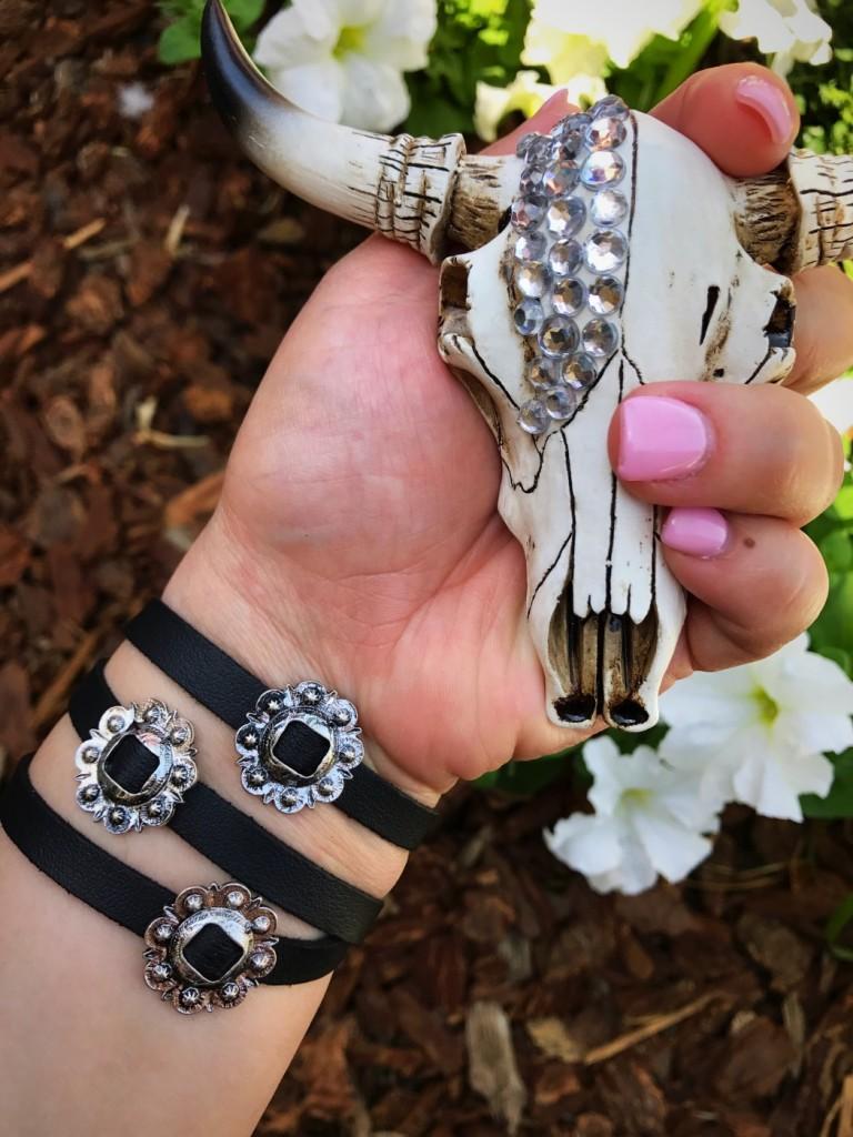""" Western "" Concho Wrap Bracelet ( Silver / Black )"