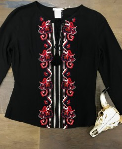 FLORAL EMBRODIERY TOP