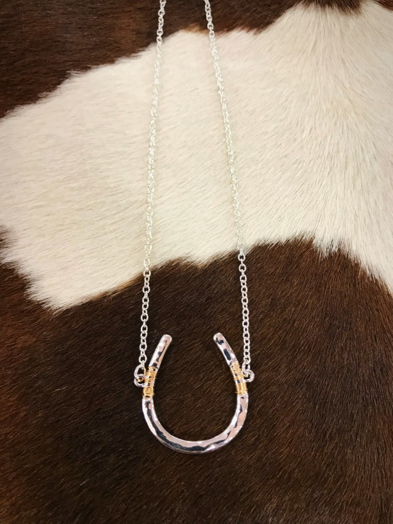 wire horseshoe necklace