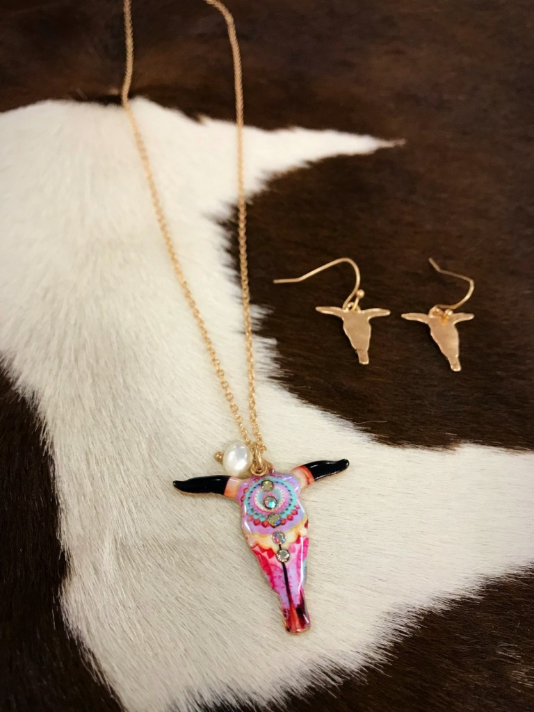 """"""" Its Wild Up in Here """" Bull Skull Necklace Set ( Multi )"""