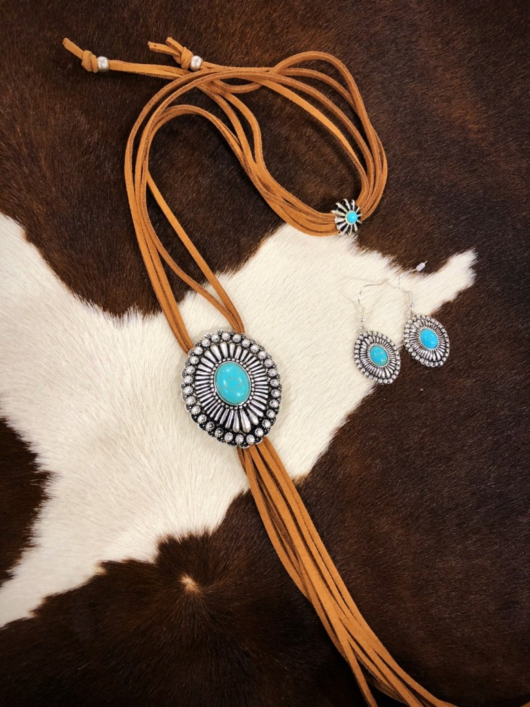 WESTERN STYLE NECKLACE