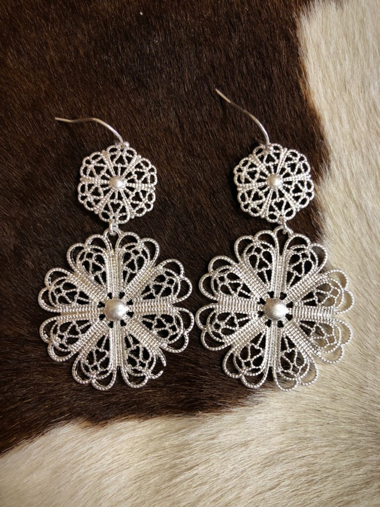 """ Amber "" Floral Cut Out Earrings ( Silver )"