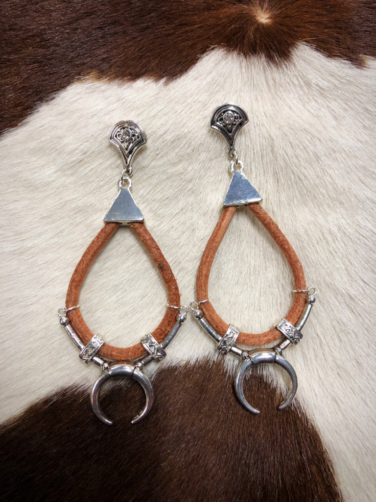 """ Chic "" Squash Drop Leather Earrings"