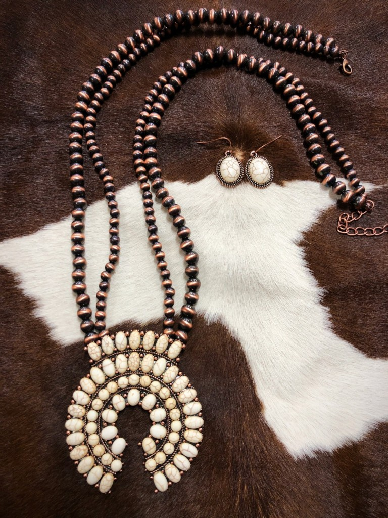 """"""" Arizona """" Squash Blossom Necklace ( White )"""
