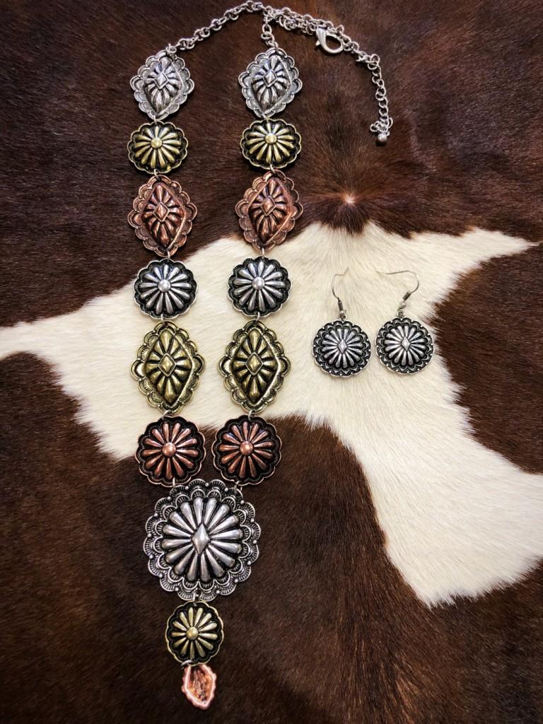""" Lily "" Concho Triple Tone Necklace Set"