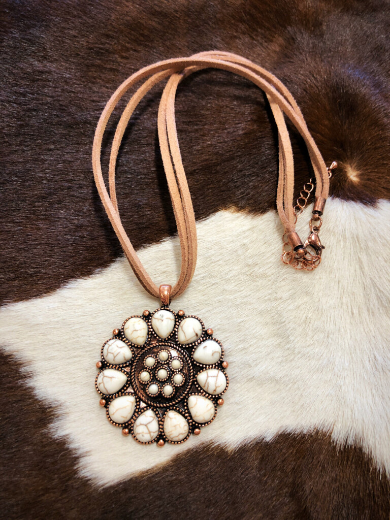Flower Pendant Leather Necklace ( White )