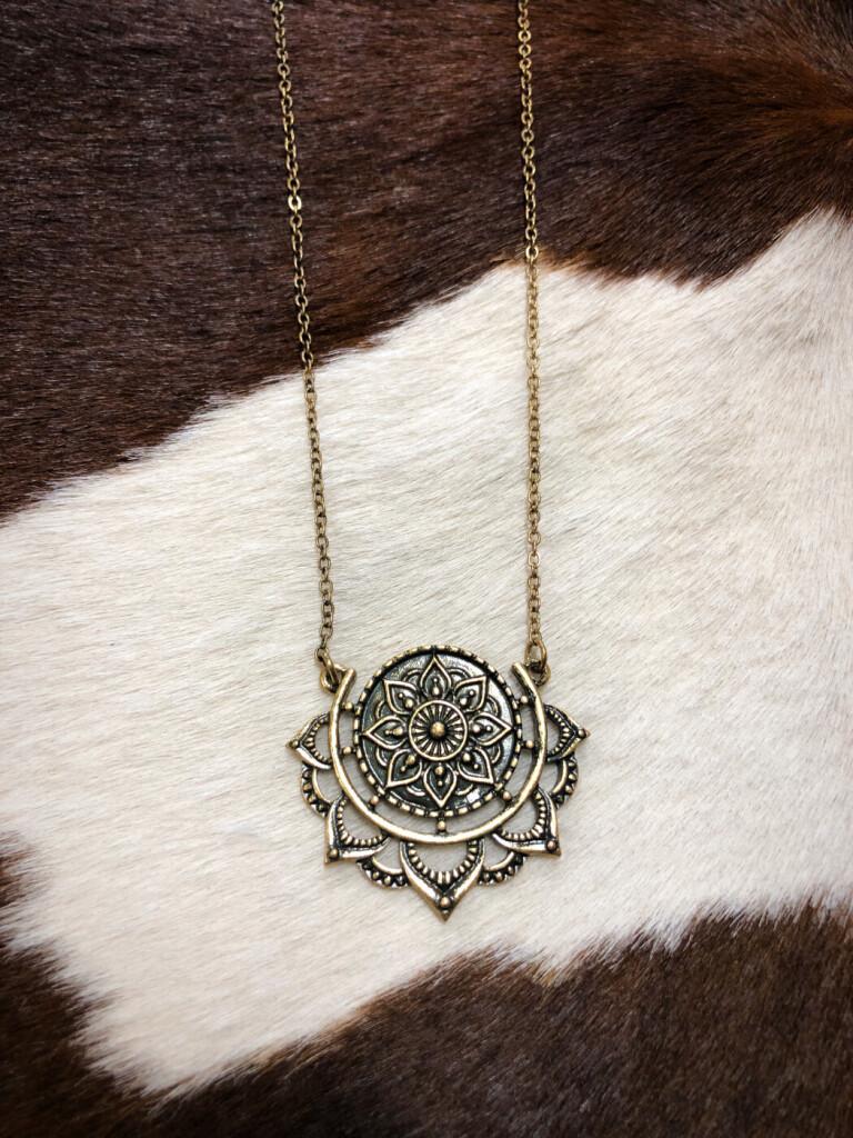 """"""" Sol """" Cut Out Detail Necklace ( Antique Gold )"""