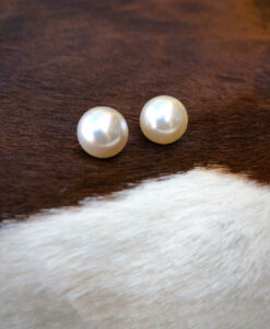 Pearl Post Earrings ( Off White / Large )